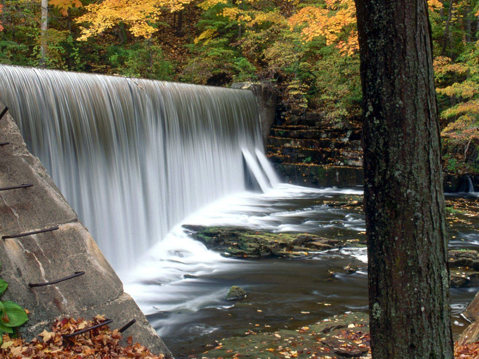 http://grandcanyon.free.fr/images/cascade/original/Paran%20Creek,%20North%20Bennington,%20Vermont.jpg