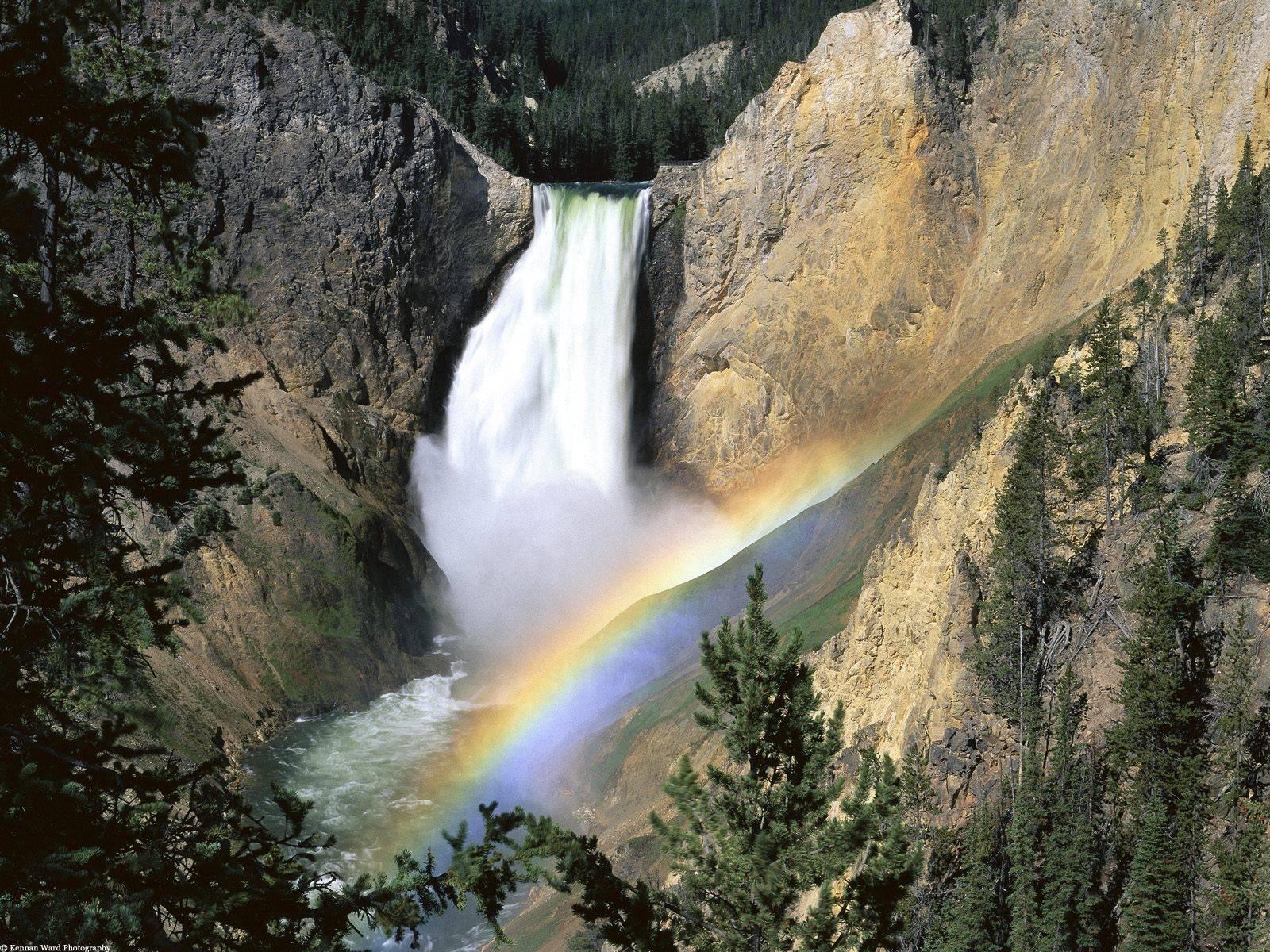 Yellowstone%20Falls,%20Yellowstone%20National%20Park,%20Wyoming.jpg